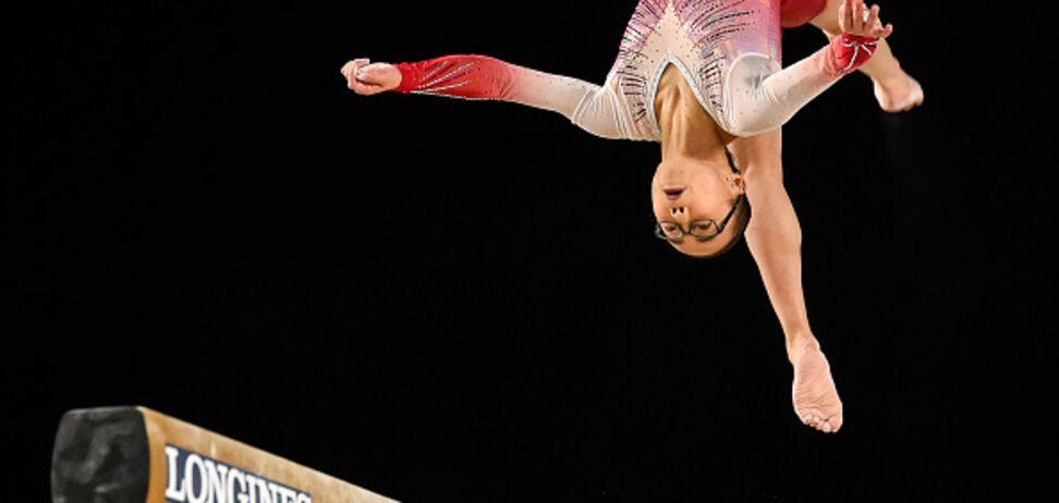 Знаменита гімнастка приземлилася на голову під час виступу
