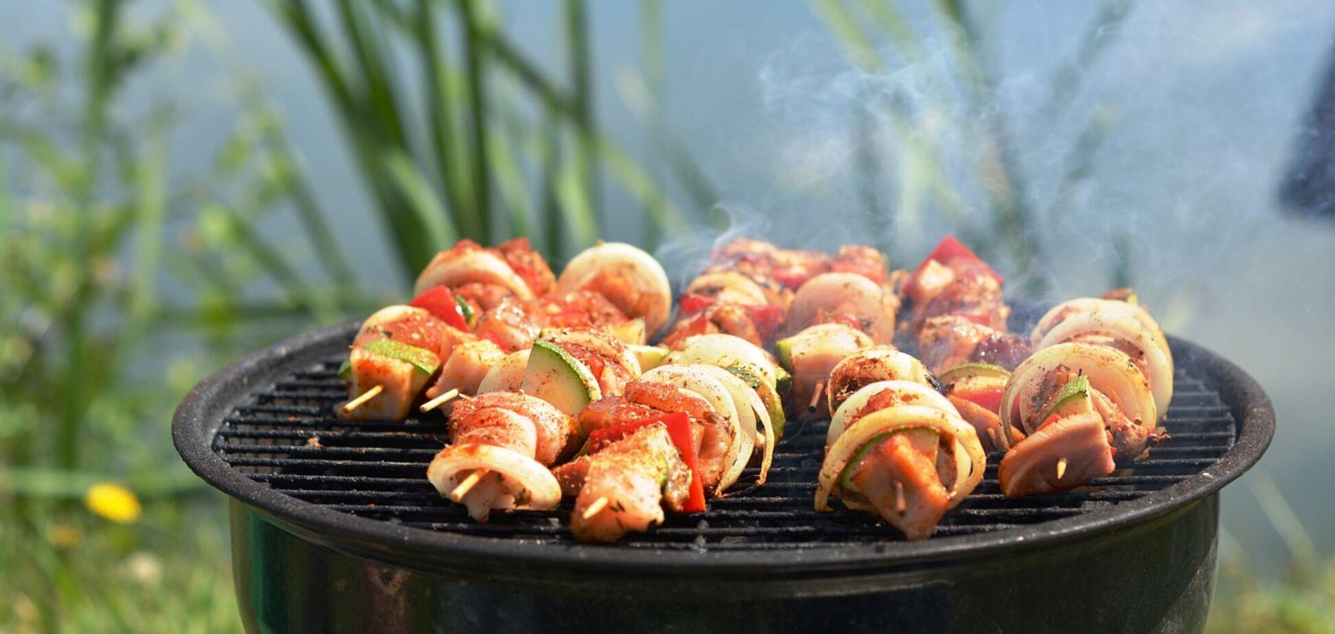 'Не только шашлыки': известный повар поделился необычными рецептами для пикника