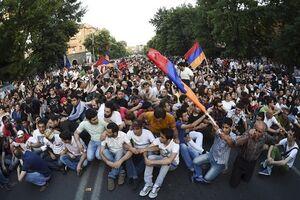 Майдан у Вірменії: легендарний рок-музикант приїхав підтримати протестувальників