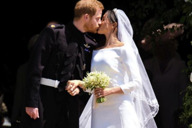 """Экс-возлюбленную принца Гарри высмеяли за """"гримасу"""" на свадьбе"""
