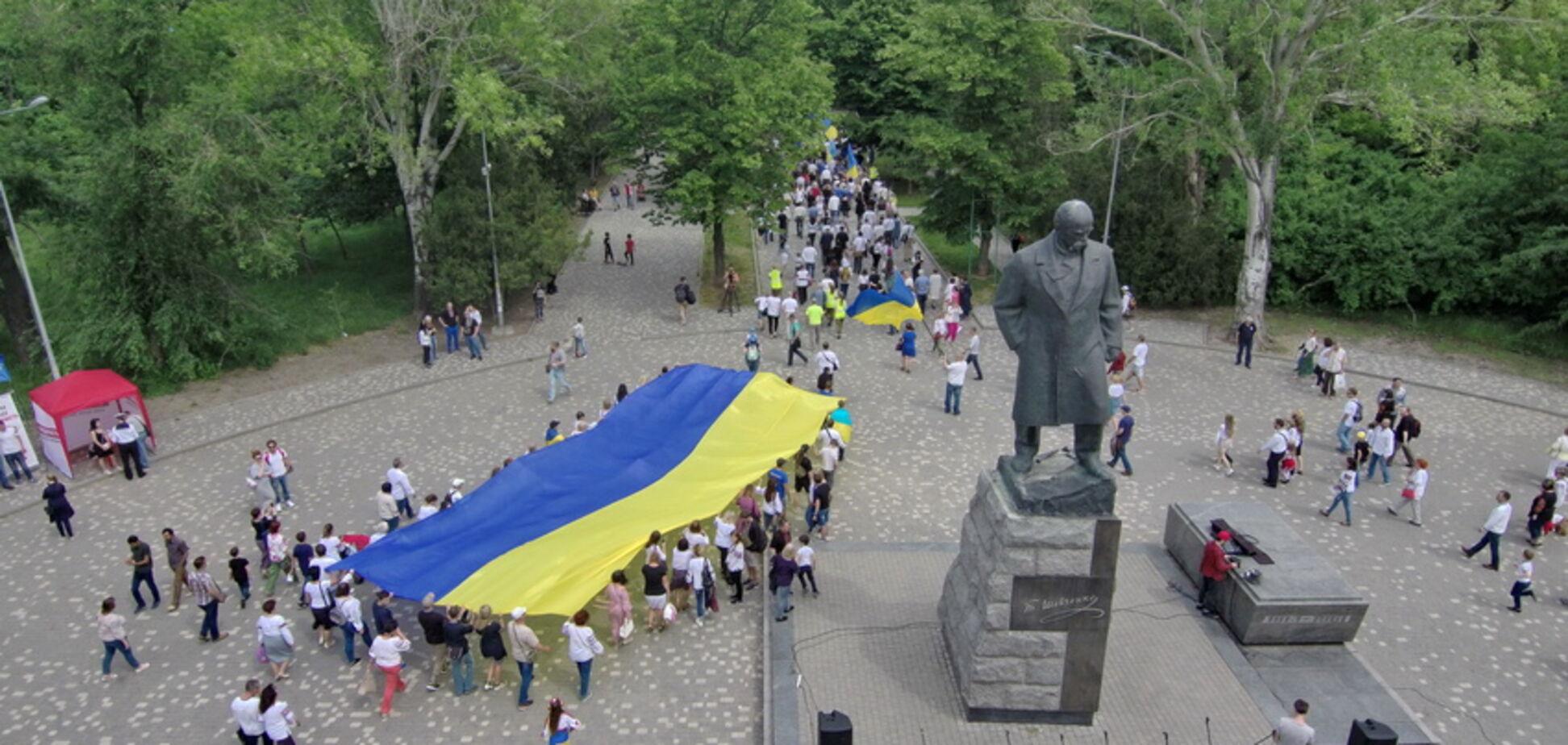 Мегамарш вышиванок в Одессе сняли с высоты: впечатляющее видео