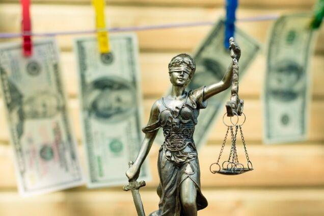 Судья попалась на взятке