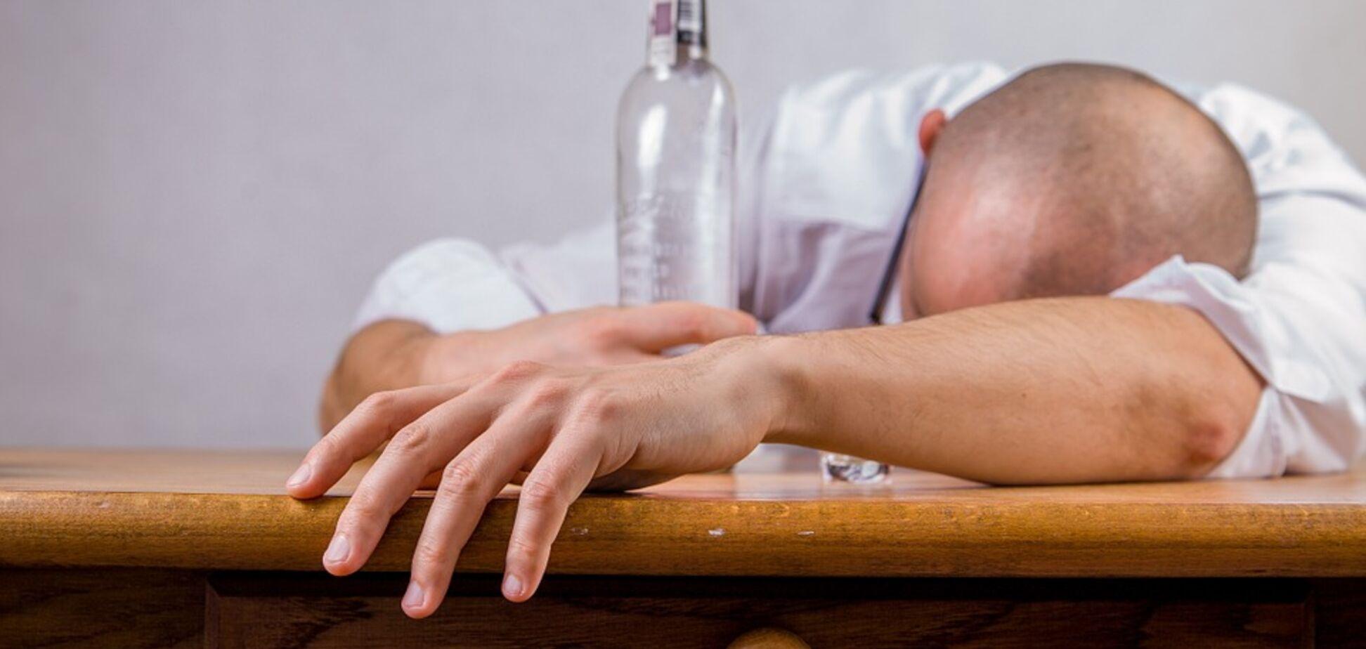 В Борисполе произошло массовое отравление алкоголем: есть жертвы