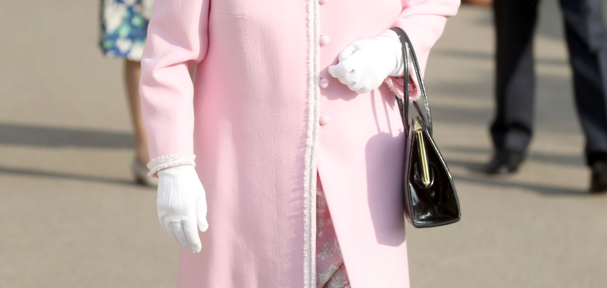 Красивее, чем на свадьбе принца Гарри: Елизавета II восхитила нежным образом