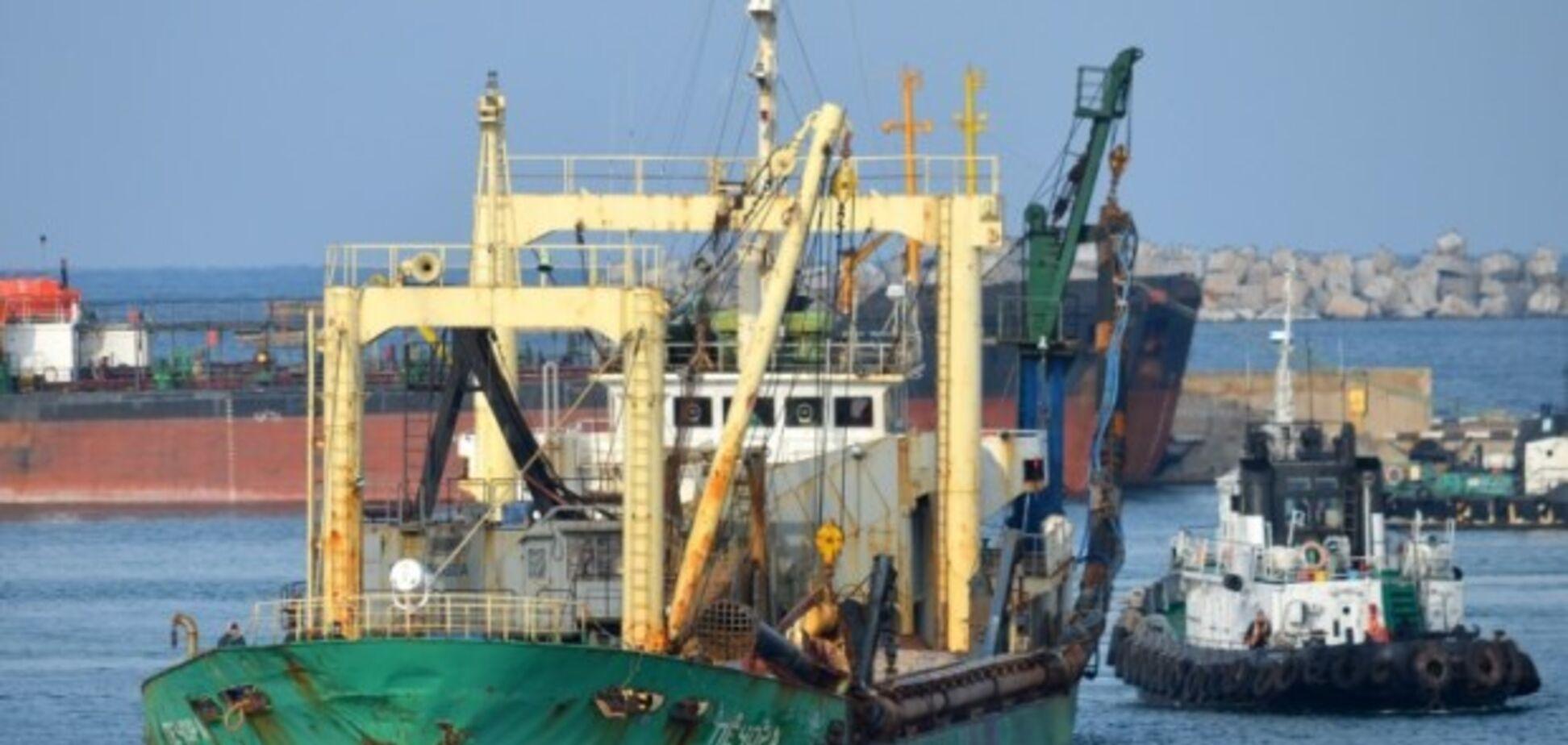 Сотні мільйонів збитків: в Криму заарештовано судно-земснаряд окупантів