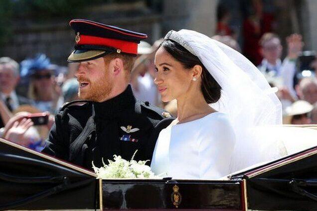 Упала на принца Гарри: раскрыт секрет королевского фото Меган Маркл