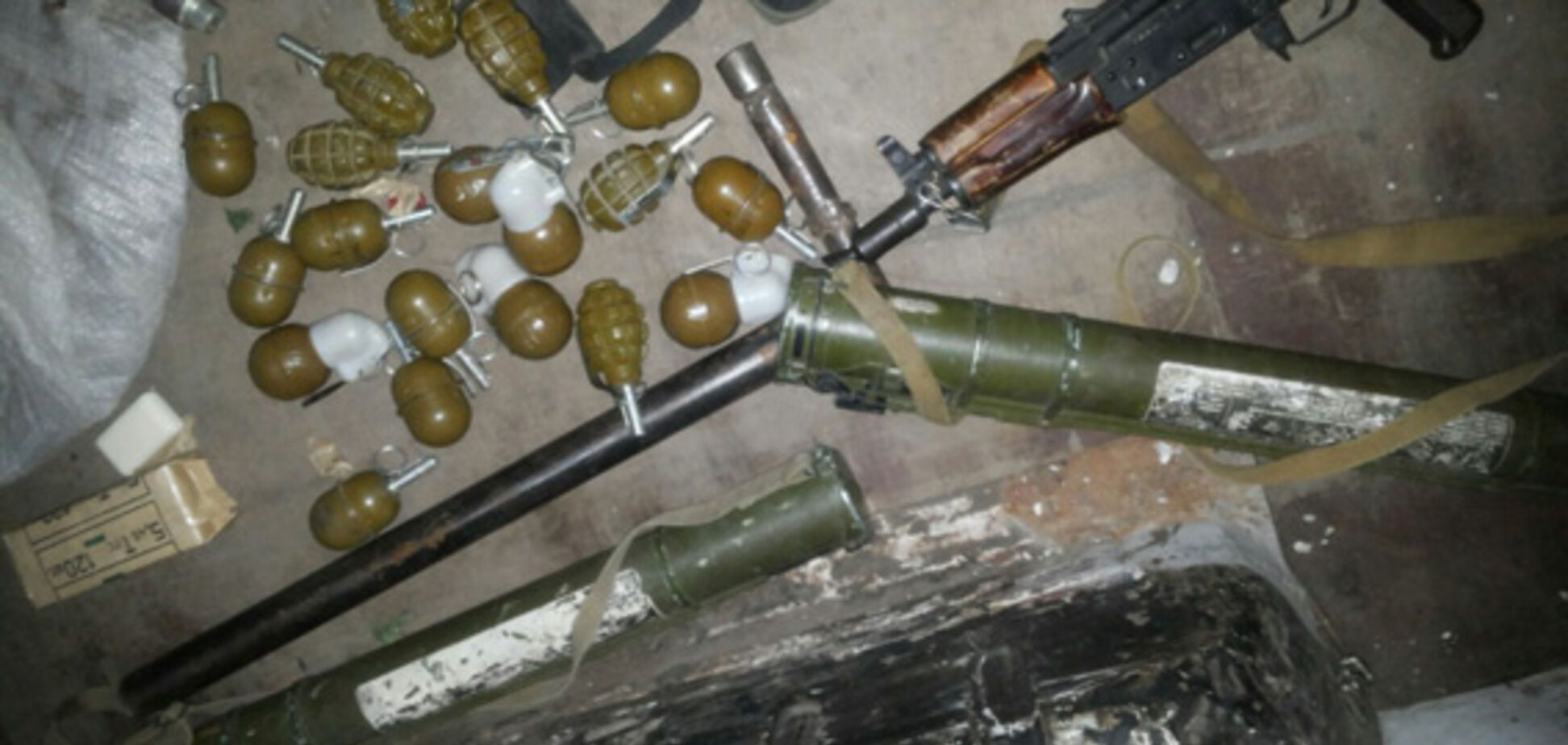 Как солдаты ВСУ вывозят оружие с Донбасса