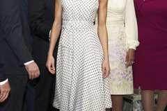 Як Мерилін Монро: королева Іспанії в платті в горошок підкорила красою