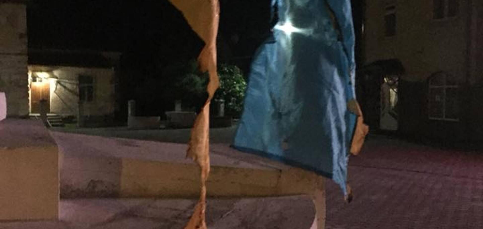 'Хочу жити в Росії': на Львівщині чоловік спалив прапори України
