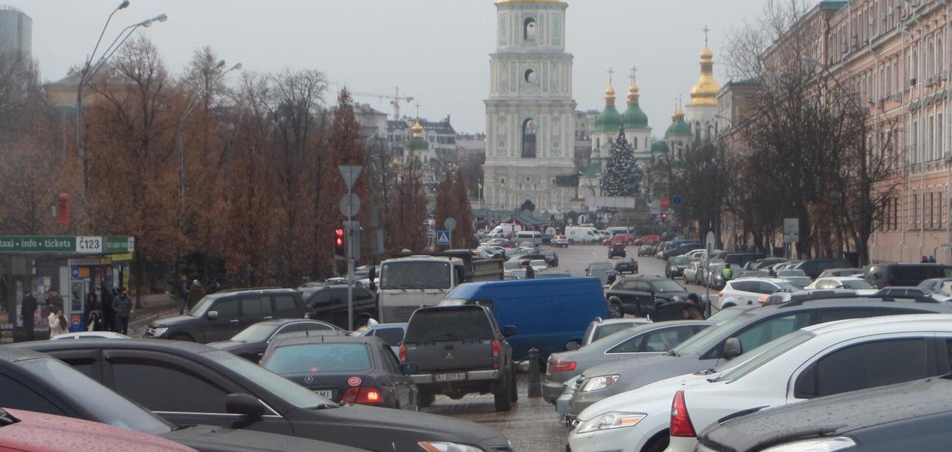 В Киеве предложили радикально решить проблему парковки