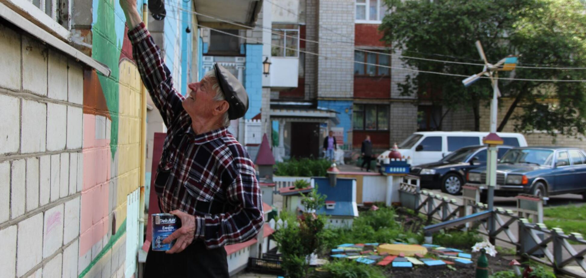 Пенсіонер відтворив древній Львів у дворі будинку