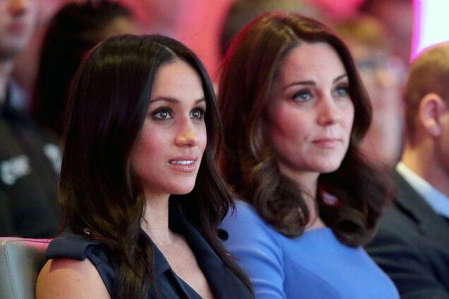 Жесткие правила: Меган Маркл придется делать реверанс перед Кейт Миддлтон
