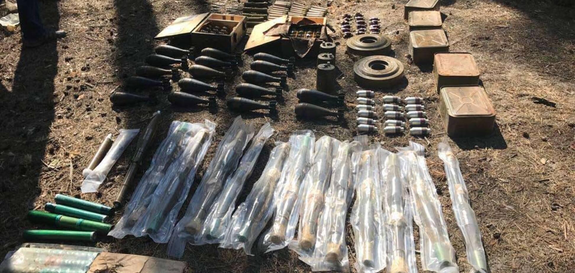 Сотні гранат, міни та патрони: під Дніпром виявили таємний арсенал з Донбасу
