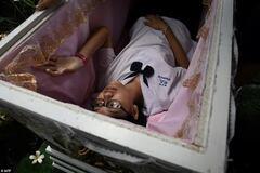 Кафе в Бангкоке загоняет людей в гроб ради скидок: фото