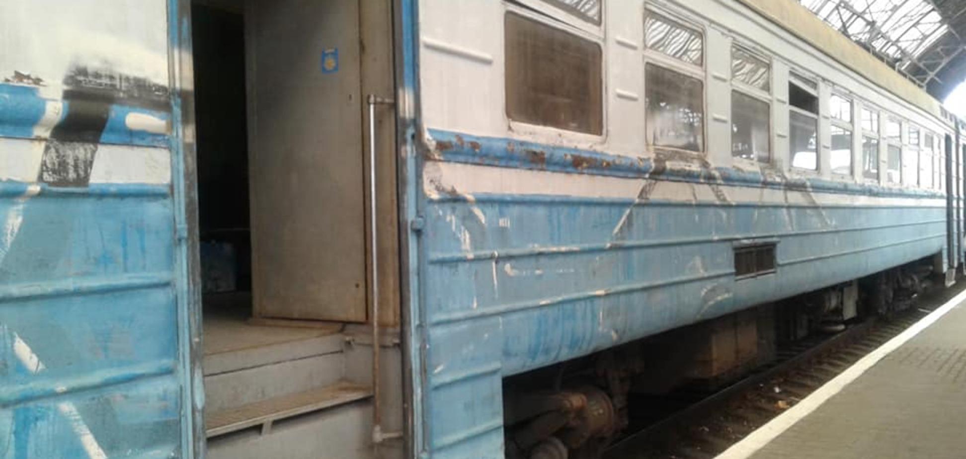 'Таких гробов еще не видела!' Пассажиров возмутила поездка в украинской электричке