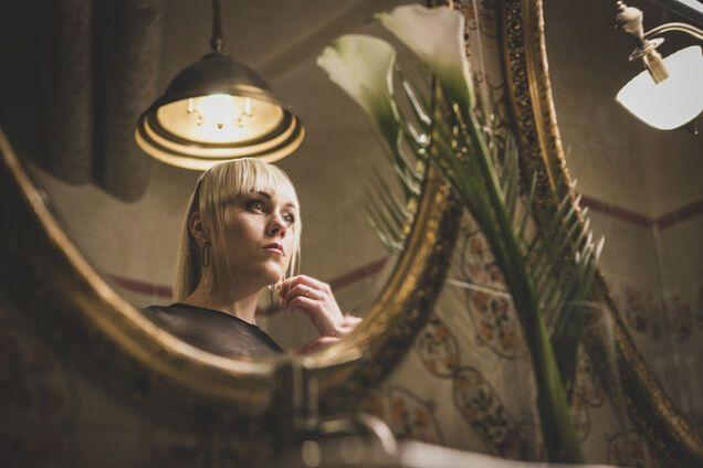 """Украинская версия """"Мистер и миссис Смит"""": Alyosha решилась на смелые трюки в новом клипе"""