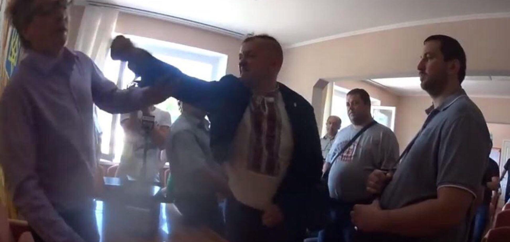 Под Киевом 'свободовцы' избили главу сельсовета Подгорцов