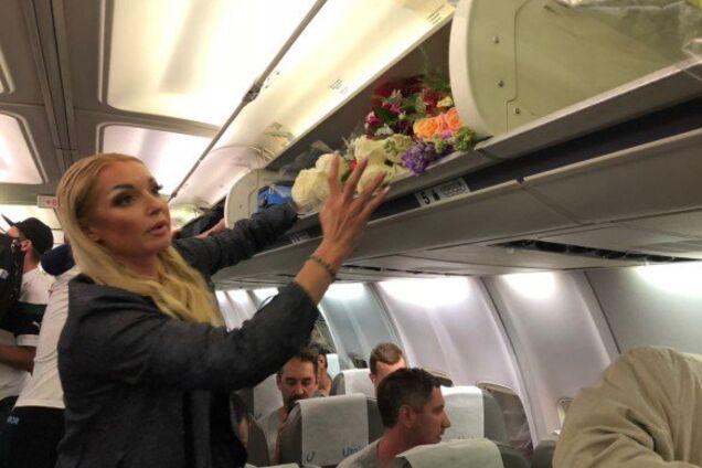 Разозлила пассажиров: Волочкова вляпалась в скандал в самолете