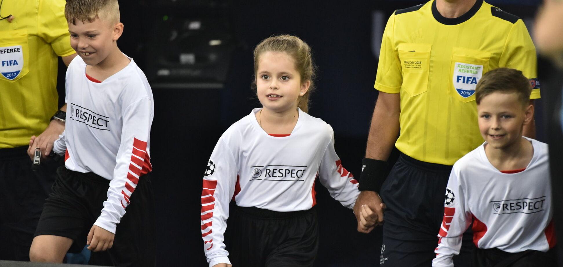 Одного з арбітрів фіналу Ліги Чемпіонів вивела на поле дочка Ярославського