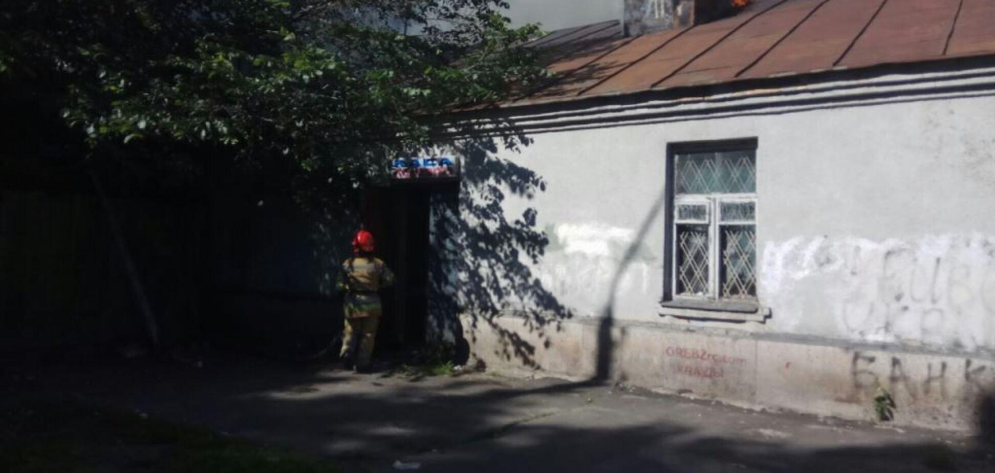 У Києві палав колишній кінотеатр: всі подробиці, фото і відео