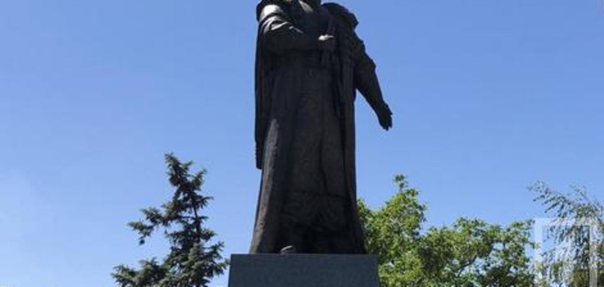У Кривому Розі відкрили пам'ятник останньому кошовому отаману Запорізької Січі