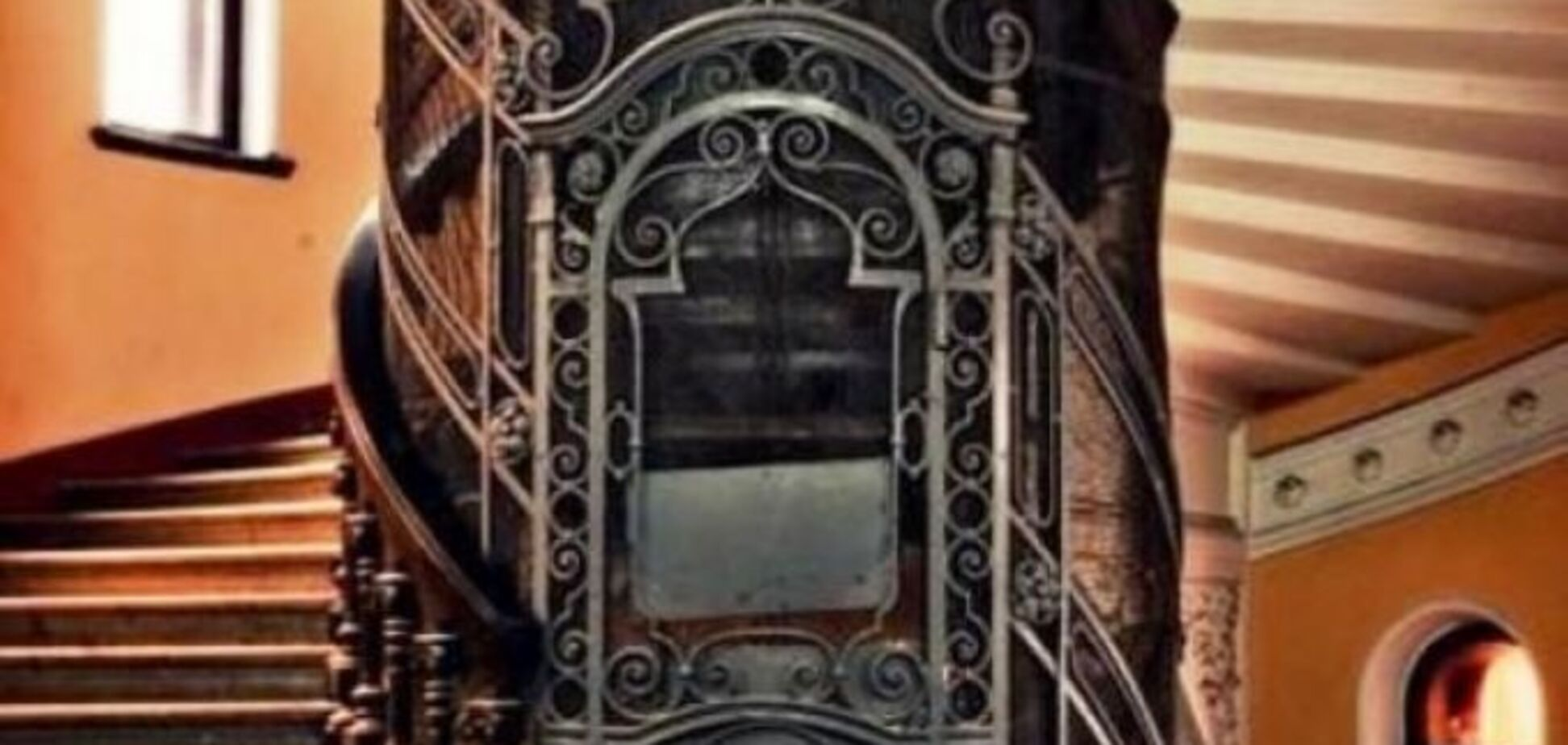 Журналисты показали самый старый лифт Днепра: фотофакт