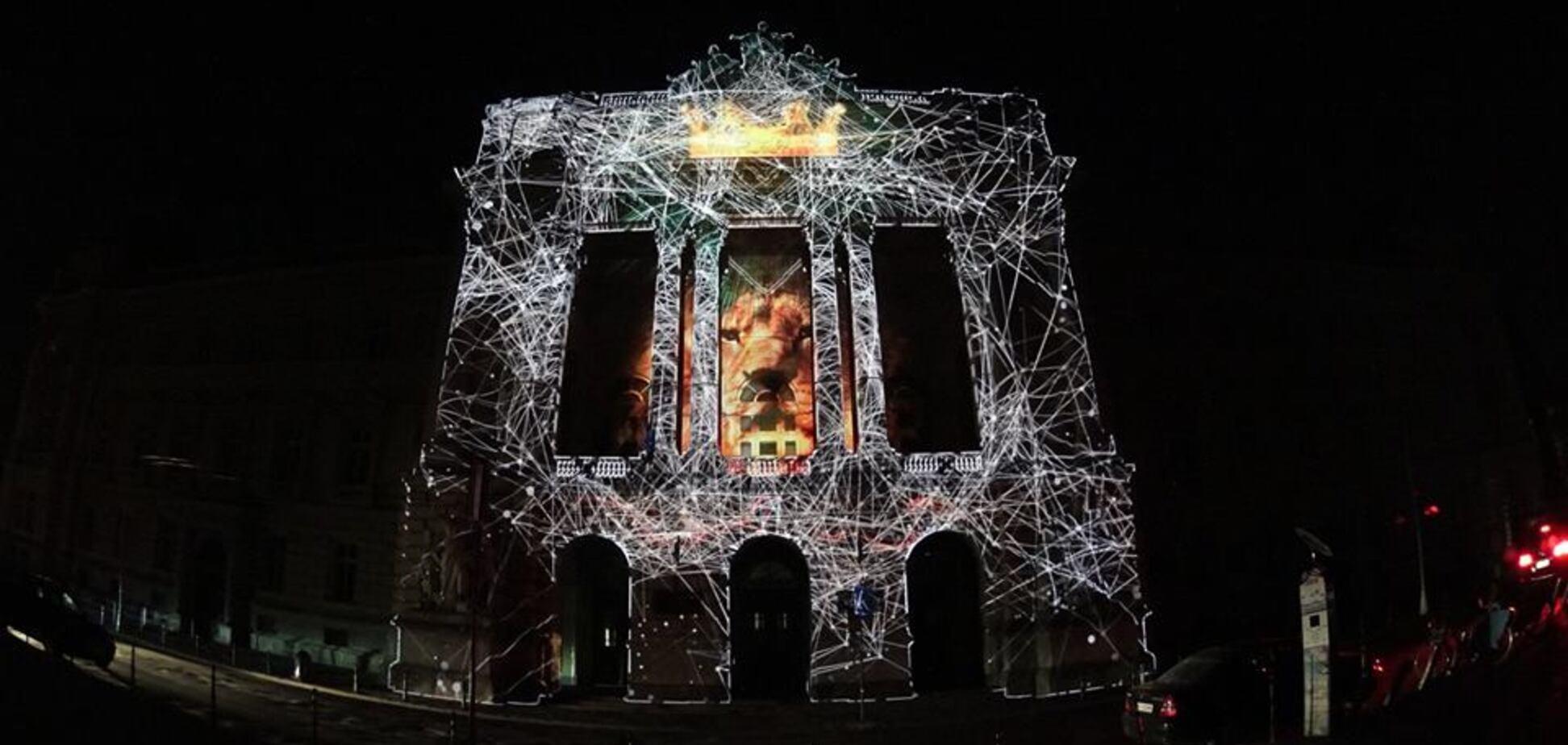 Световое шоу во Львове: в сеть попали зрелищные фото с репетиции
