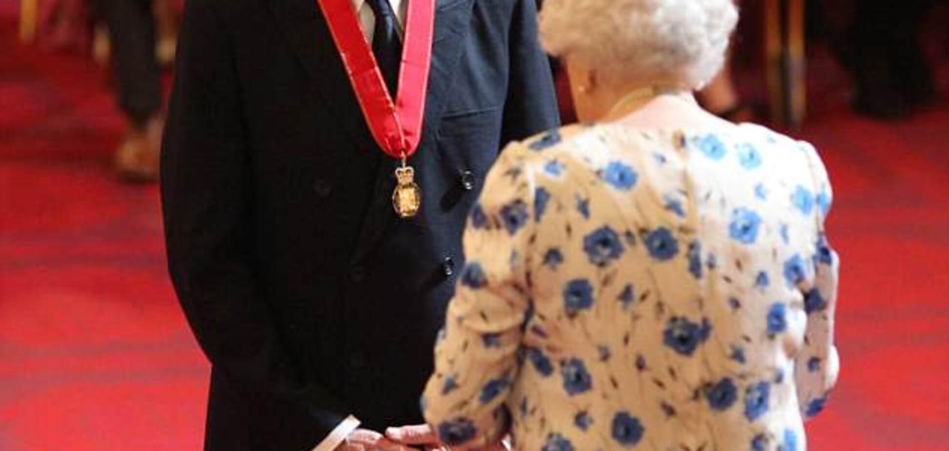 Королева вручила Маккартни орден
