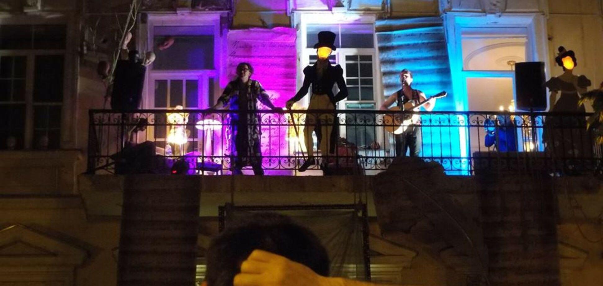 В Одесі балкон став сценою театру