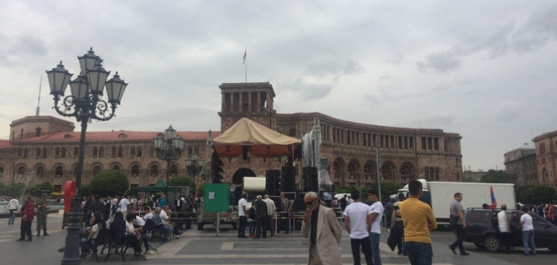 Майдан в Вірменії: тисячі людей вийшли на головну площу Єревана. Фото, відео