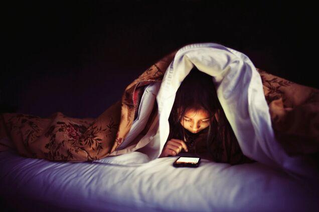 Пострадает фигура: выяснилась неожиданая опасность сна при свете