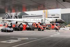 В аэропорту Франкфурта загорелся самолет, есть пострадавшие: фоторепортаж с места ЧП