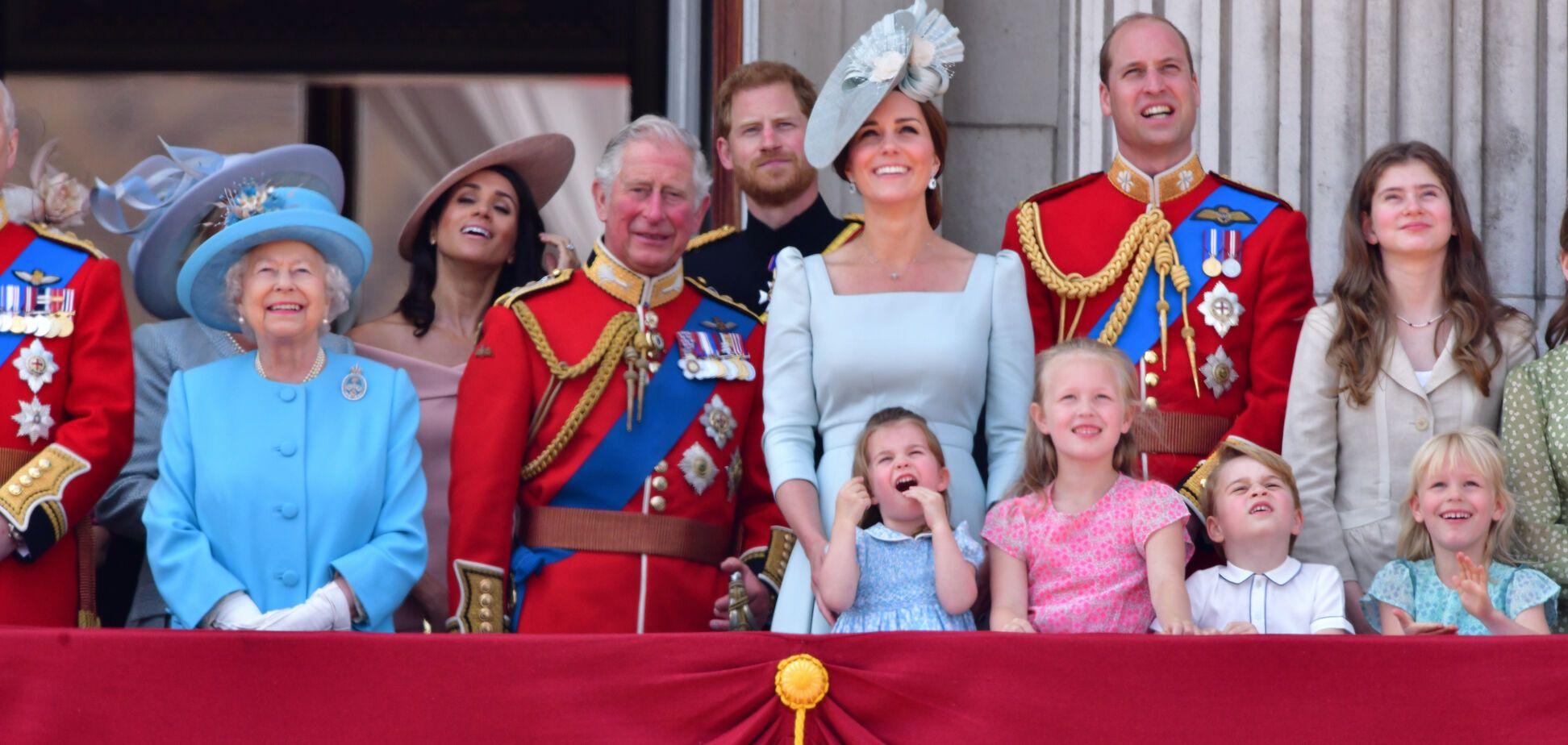 Правнуки Елизаветы II отличились:принцу Джорджузакрыла рот троюроднаясестра