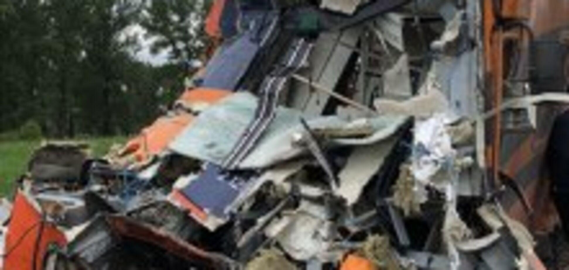 В Польше грузовик протаранил поезд: десятки пострадавших. Подробности и фото