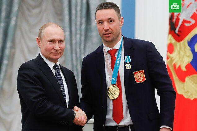 Игрок сборной России по хоккею поплатился за любовь к Путину