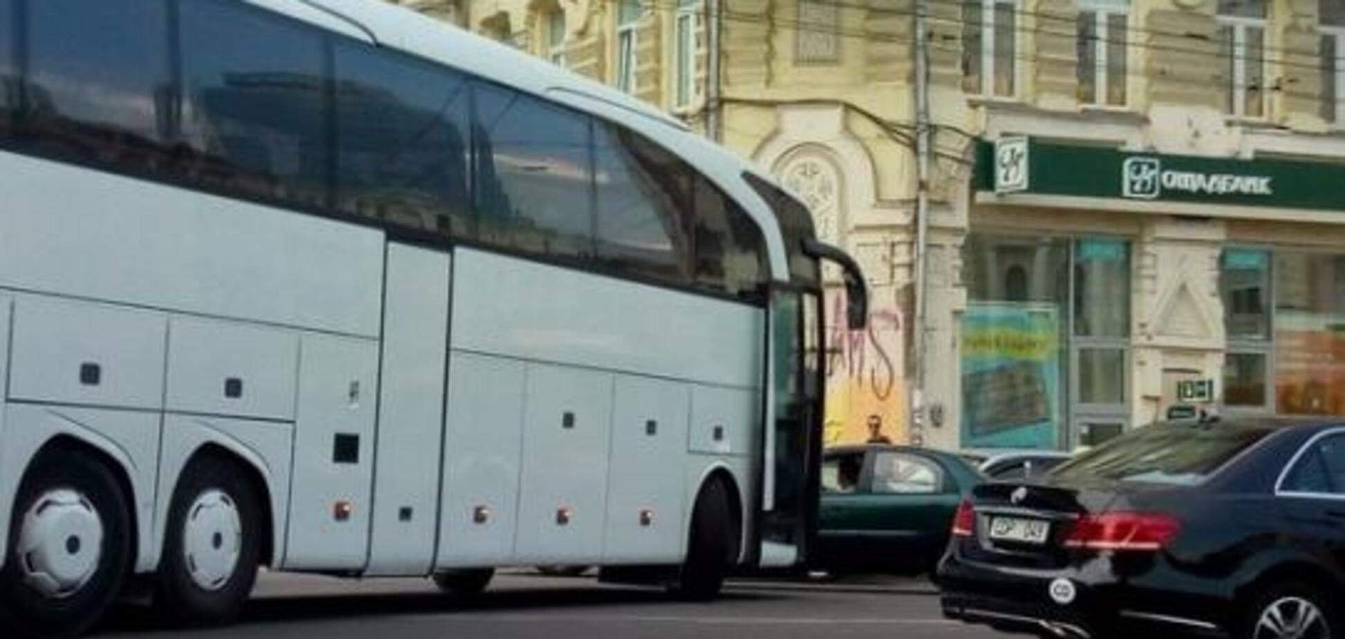 У Києві авто дипломатів потрапило в ДТП: фотофакт