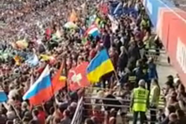 ЧМ-2018: на матче сборной России развернули флаг Украины