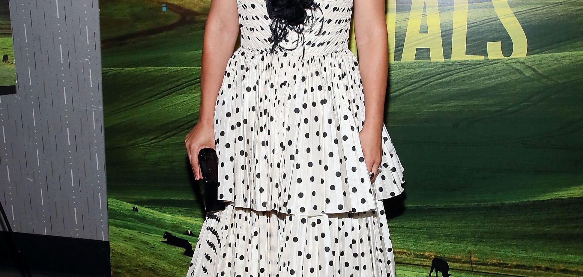 Наталі Портман підкорила красою в трендовій сукні в горошок