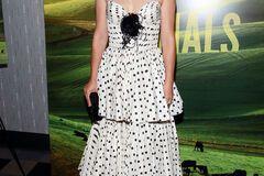 Натали Портман покорила красотой в трендовом платье в горошек
