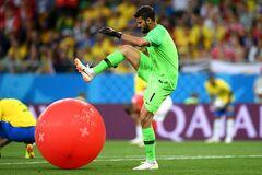 'Советская Россия': над вратарем Бразилии посмеялись в сети