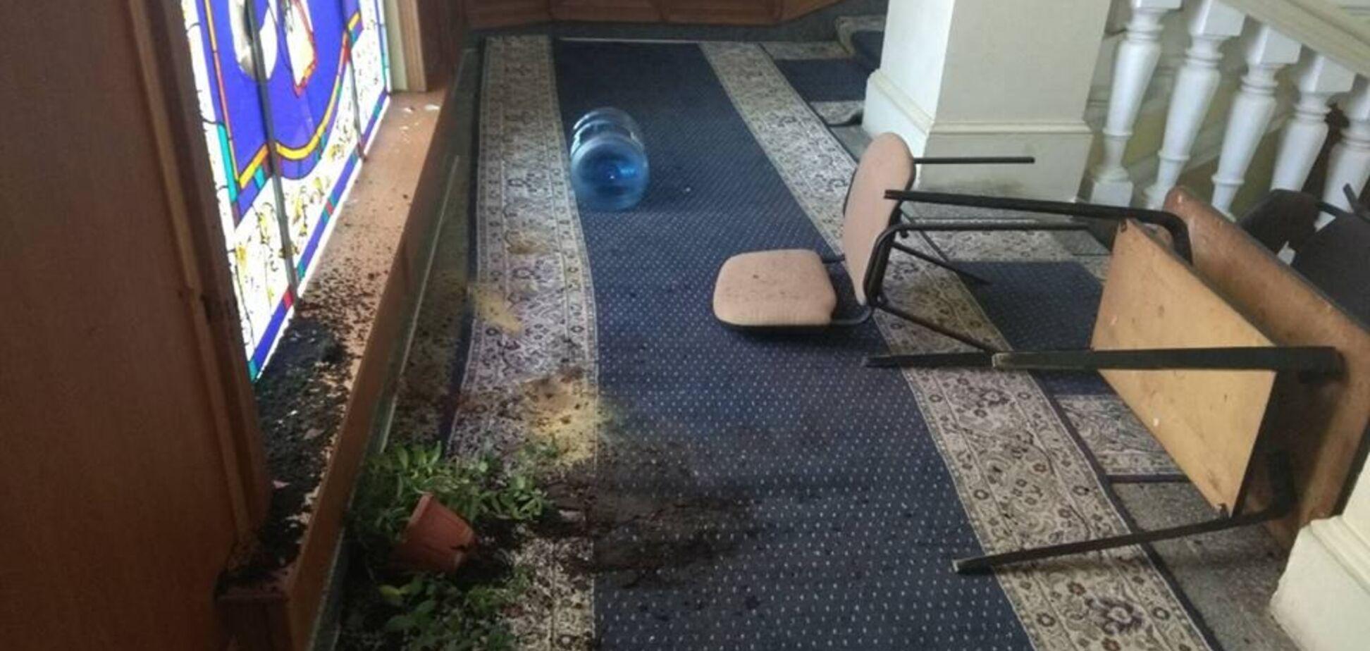 На мэрию Харькова напали: появились фото последствий погрома