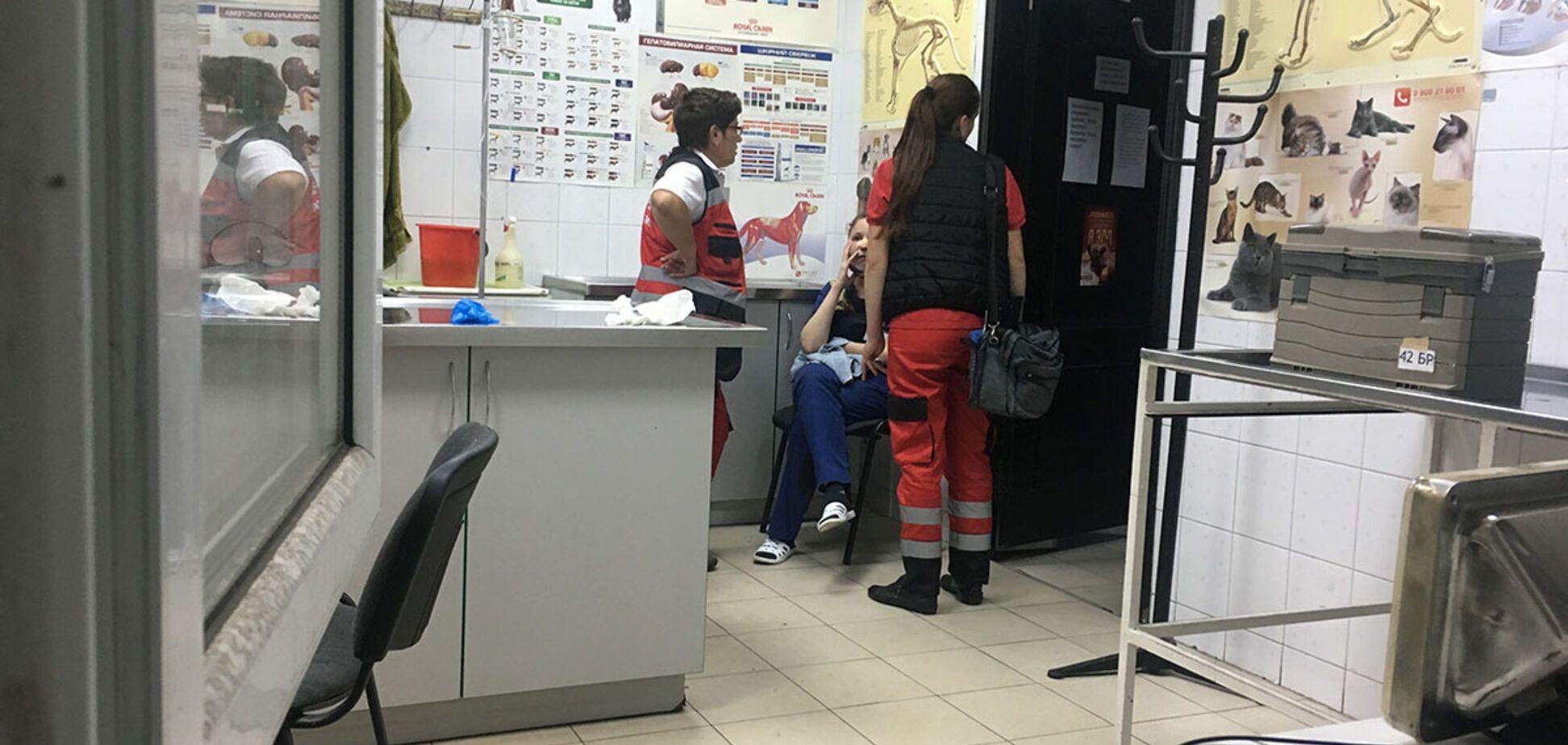 'Бив вогнегасником і ножем': у Києві напали на лікарів прямо в клініці