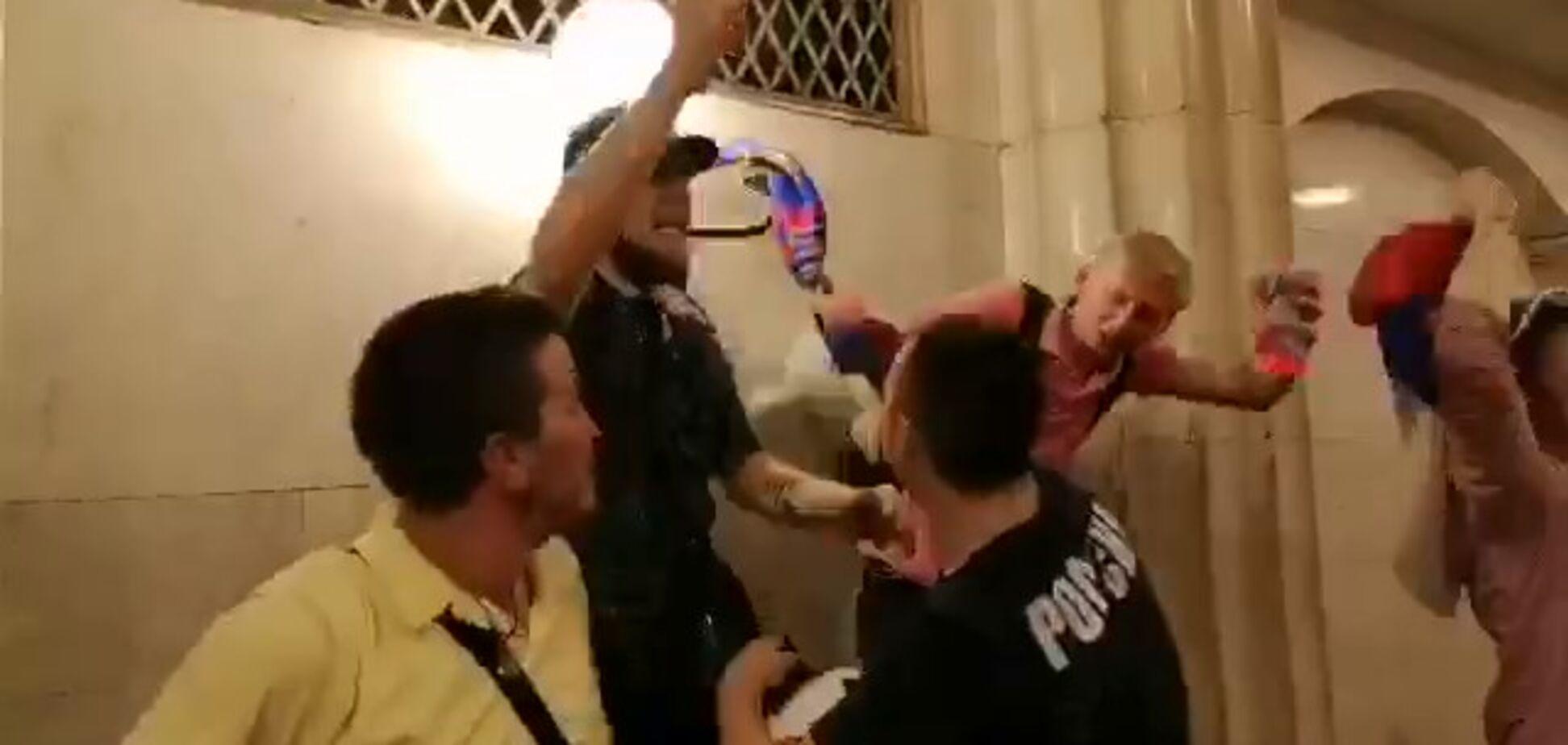 Пьяные российские болельщики трощили метро после победы сборной на ЧМ