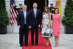 Меланія Трамп і королева Летиція носять однакові сукні