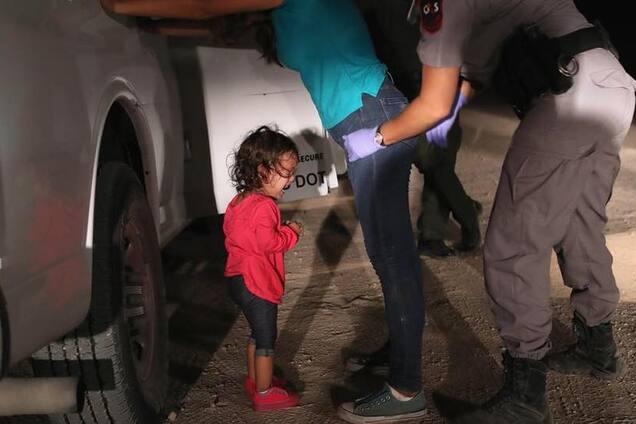 Сила одного фото: как Трамп и плачущая девочка всколыхнули мир