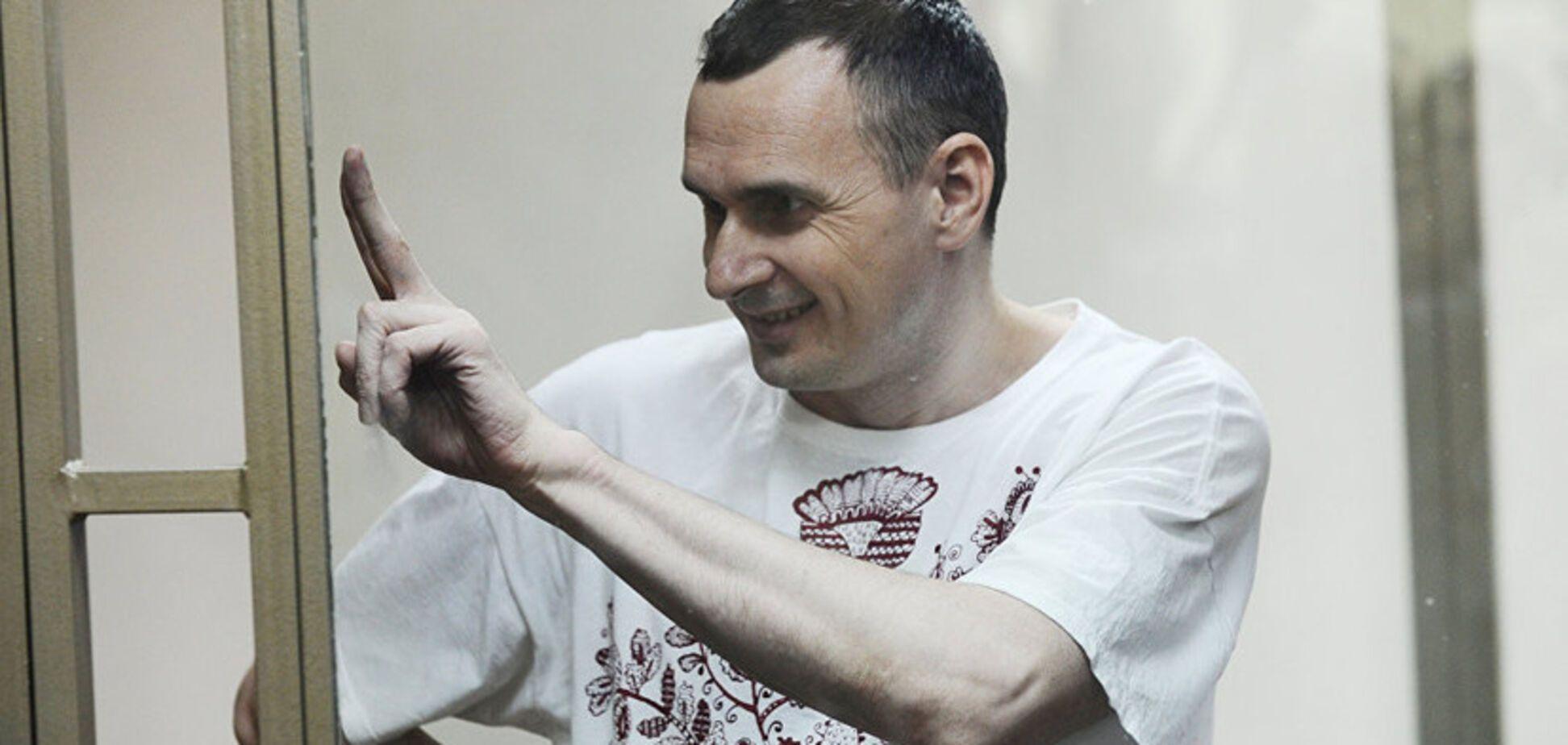 Выступали Макаревич и Ахеджакова: в Москве устроили концерт в поддержку Сенцова