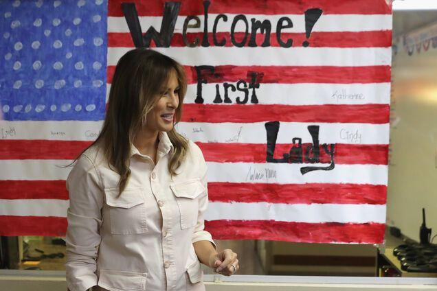 Американские знаменитости ополчились против Мелании Трамп из-за куртки