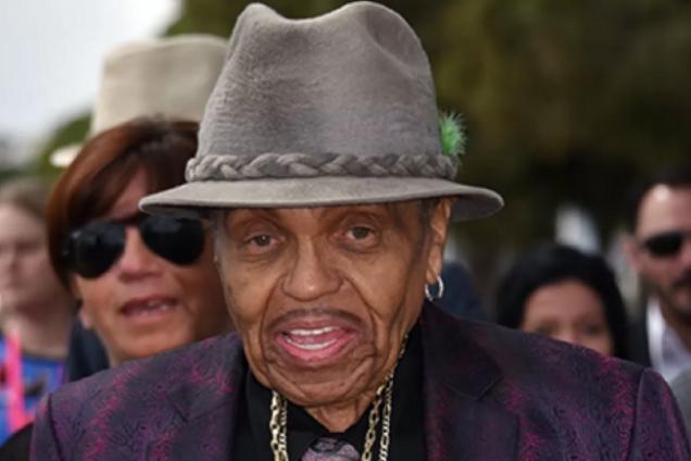 Отец Майкла Джексона находится при смерти: названа причина