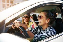 Не выходя из машины: эффективные упражнения для водителей