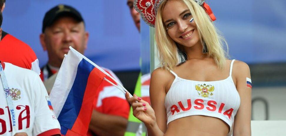 'Найкрасивіша фанатка' Росії виправдалася за фільми 18+